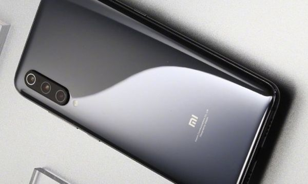 Another official Xiaomi Mi 9 photo surfaces, this time showing off a deep gray color